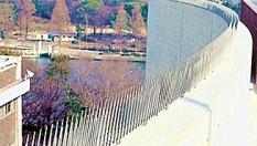 株式会社コーユーの納入実績|大阪造幣局の屋上バルコニーに「バードレスマット2型」設置